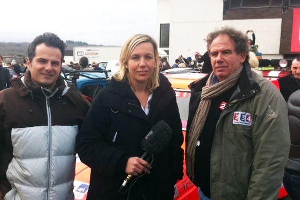 L'équipe de France 3 Aquitaine prête pour le départ. De gauche à droite : Christophe Varone, Delphine Vialanet et Bertrand Joucla-Parker