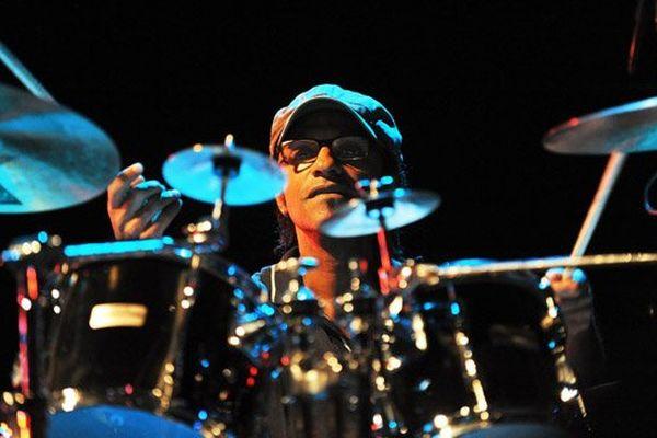Manu Katché a notamment joué aux côtés de Sting et de Peter Gabriel