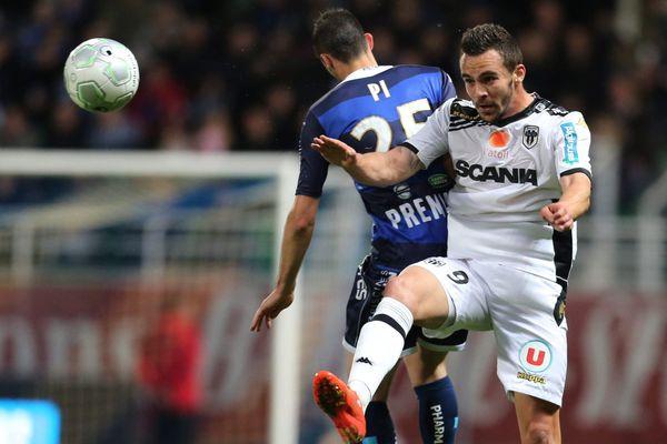 Lors de la rencontre entre l'ESTAC Troyes et Angers SCO le mardi 28 avril 2015