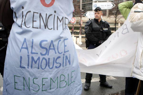 Le 18 décembre 2012 les salariés d'Albany Selestat et Saint-Junien manifestaient ensemble devant Bercy alors que se tenait une table ronde en présence d'Arnaud Montebourg, des salariés et de la direction d'Albany International.