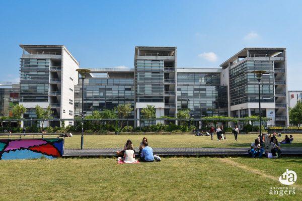 Au printemps 2020, l'université d'Angers a profité de l'après confinement pour former les enseignants aux techniques d'enseignement à distance