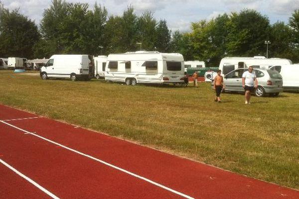 La préfecture de Côte-d'Or a pris un arrêté d'expulsion à l'encontre de plusieurs familles qui se sont installées sur le terrain d'athlétisme de la ville d'Is-sur-Tille.