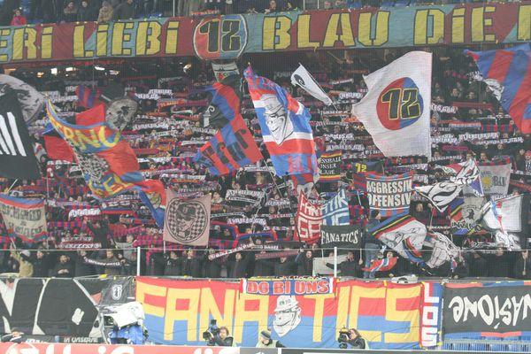 Les supporters du FC Bâle lors d'un match de ligue Europa