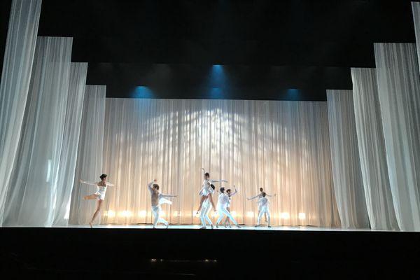 La recréation de Celestial, ballet de Garrett Smith, par les danseurs du Ballet de l'Opéra National de Bordeaux