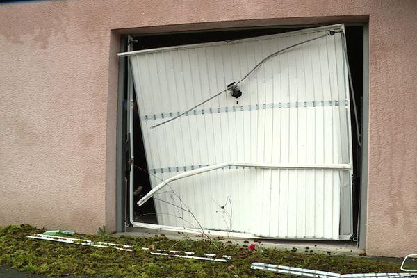 Les portes des garages ont été forcées