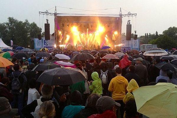 La pluie s'est invitée au festival des Francos Gourmandes en fin de journée samedi 8 juin 2013