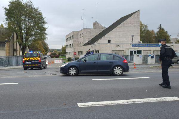 L'arrivée de Michel Fourniret à la gendarmerie de Charleville-Mézières, au deuxième jour de l'investigation.
