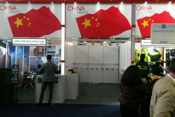 Le stand d'un exposant chinois a été fermé après la découverte d'instruments de torture illégaux en vente - DR - Amnesty International