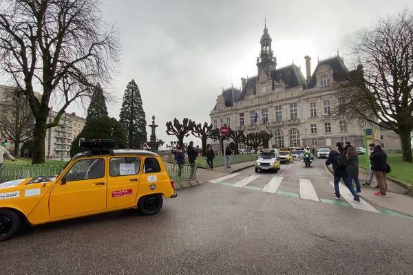 Les équipages haut-viennois du 4L Trophy sont partis de la mairie de Limoges pour rejoindre Biarritz