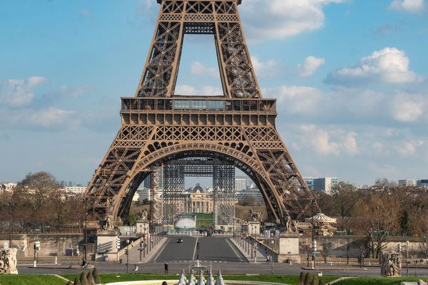 La tour Eiffel et le Trocadéro, sans la foule