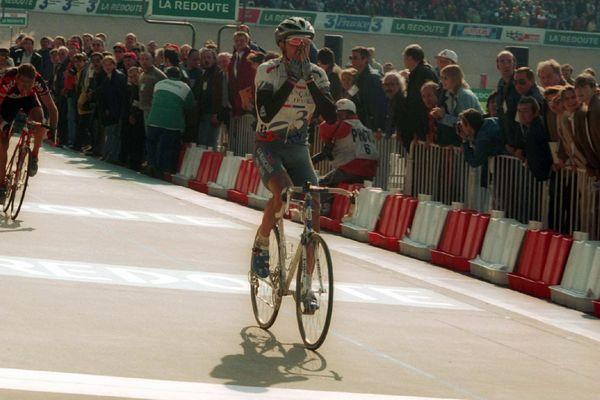 EN 1997, le coureur français Frédéric Guesdon remporte le Paris-Roubaix.