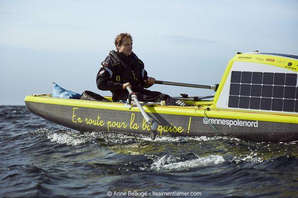 """Vincent Grison doit passer tout le mois de juin sur la côte est du Groenland en solitaire à bord de sa """"Breizh Glace"""""""