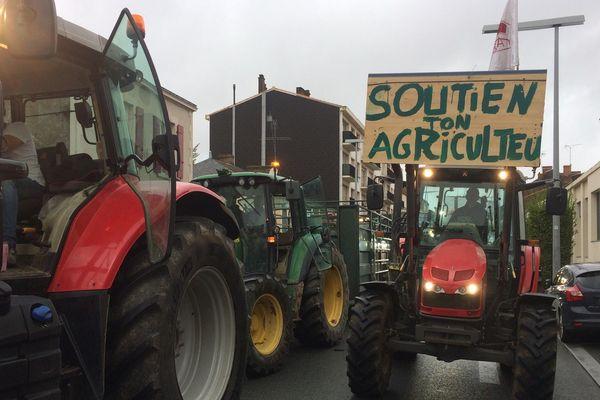 Des tracteurs par centaines dans les rues de La Roche-sur-Yon pour dénoncer le malaise agricole