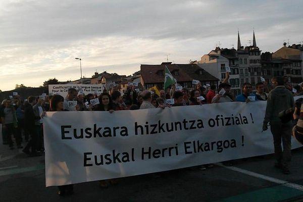 5000 personnes, selon les organisateurs, ont défilé à Bayonne pour la coofficialité de la langue et la collectivité Pays Basque.