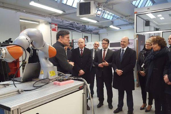 Pierre Moscovici en visite à la plate forme Excelcar de Rennes La Janais