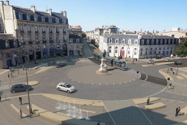 """A Bordeaux, la place Tourny va être réaménagée sans arbres et avec des fontaines sèches décoratives, """"un futur îlot de chaleur"""", selon l'élu Pierre Hurmic."""