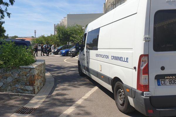 """Un homme de 60 ans a été tué de deux décharges de chevrotine, ce dimanche 26 juillet  à la résidence """"Les Rivages"""" de Calvi."""