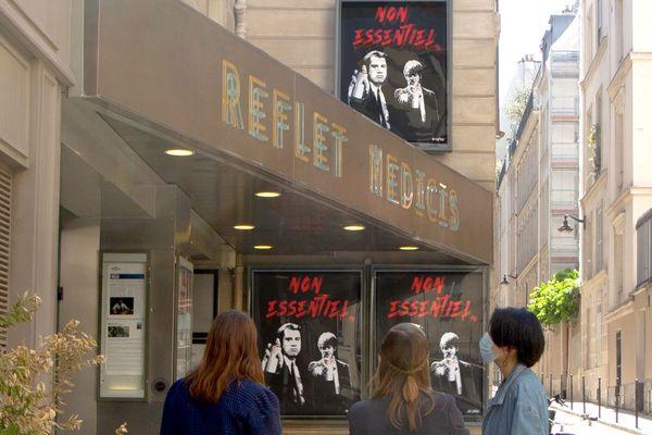 Les affiches de Too Late devant le Reflet Medicis, dans le Ve arrondissement.