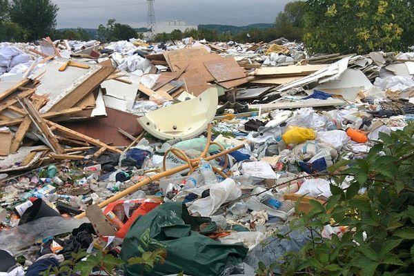 5000 tonnes de déchets sont stockés dans la plaine de Chanteloup.