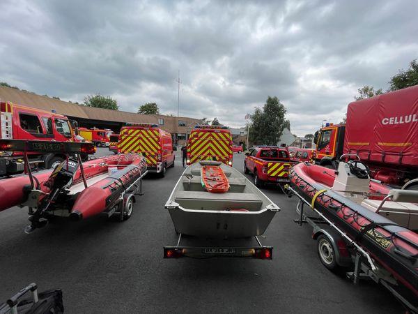 Au départ de Valenciennes, treize véhicules spécialisés dans les risques nautiques, direction Liège en Belgique.