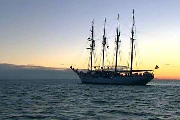 Sète (Hérault) - le voilier espagnol Juan Sebastian de Elcano, tôt, au large de l'île singulière - 31 janvier 2014