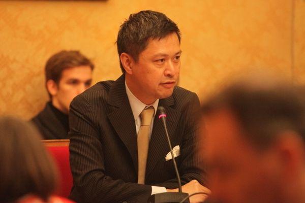 Secrétaire national de l'UMP chargé de l'Asie, ce chef d'entreprise âgé de 47 ans est né à Phnom-Penh. Il a affronté l'écologiste Denis Baupin aux législatives dans le 13e en juin 2012.