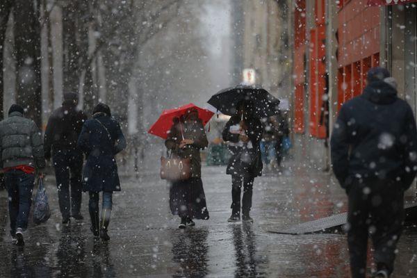 De la neige est attendue à Paris et en Île de France dans la matinée du dimanche 10 décembre. Elle ne devrait pas rester à cause de la hausse des températures. (Photo d'illustration)