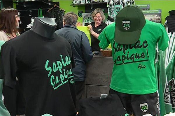 """Ce samedi, en rugby, Montauban reçoit Grenoble pour la demi-finale de Pro D2. Toute la ville est en vert et noir, derrière son équipe, prête à vivre à nouveau """"l'émotion de la gagne""""!"""