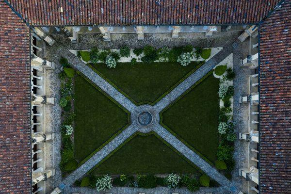 L'abbaye de Cadouin, rarement vue sous cet angle.