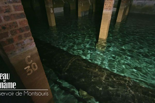 Fraîcheur et humidité permettent de conserver l'eau à température des sources de 12 °C.