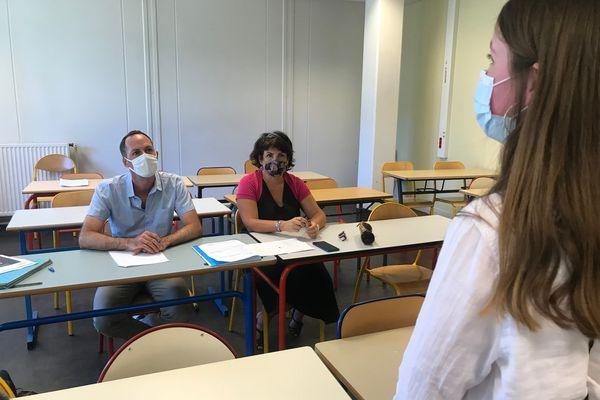 Agathe Antoinet devant un jury de professeurs pour préparer le Grand Oral de l'épreuve du bac.