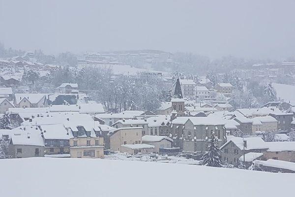 Le village de La Cabanasse situé dans le secteur de Mont-Louis dans les Pyrénées-Orientales est recouvert de neige ce mercredi 22 janvier 2020.