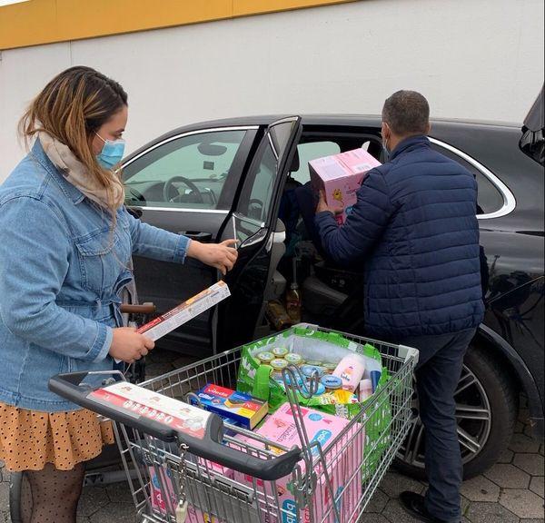 Yosra et Khaled sont venus de Lampertheim pour faire leurs courses à Kehl