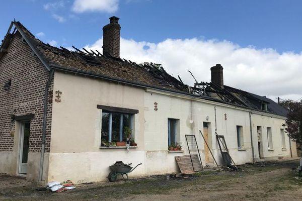 La longère victime de l'incendie dans le village de Saint-Arnoult (41).