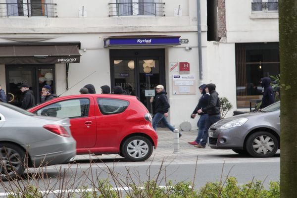 Moment de tension dans les rue de reims ce samedi 23 mars dans l'après-midi, entre casseurs et forces de l'ordre.