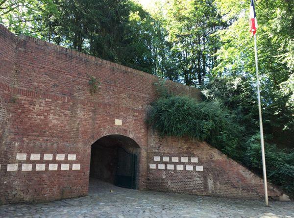 Cour Sacrée du Fort de Bondues où 68 résistants furent fusillés.