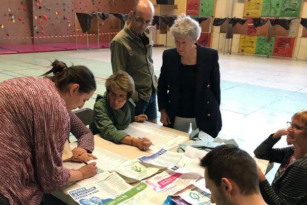 Dépouillement dans un bureau de vote à Grenoble