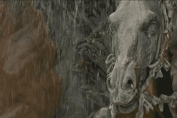 La fontaine est finalement présentée à l'Exposition universelle de Paris en 1889 où elle fait forte impression... La fontaine est le fruit d'une prouesse technique : Bartholdi a opté pour la technique innovante du plomb martelé. Antoine Gailleton, maire de Lyon, est séduit par cette allégorie des fleuves.