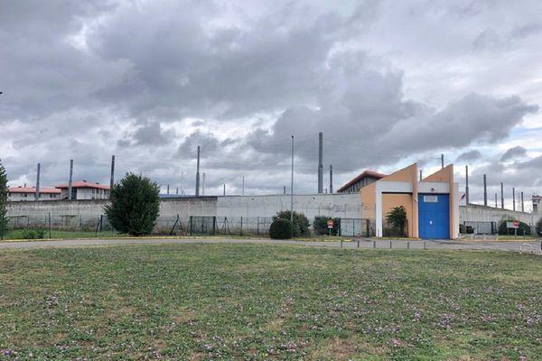 Le maison d'arrêt de Toulouse-Seysses a un taux d'occupation de 186% avec 898 détenus pour 482 places dans le quartier des hommes. juillet 2021.