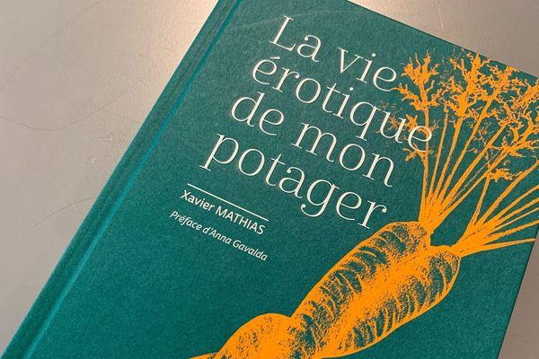 Xavier Mathias est jardinier et formateur en maraîchage et en jardinage bio. Dans son dernier livre, il nous dit tout sur la vie érotique de son potager.