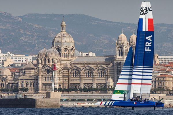 Le catamaran F50 de l'éqipe de France, à l'entraînement à Marseille