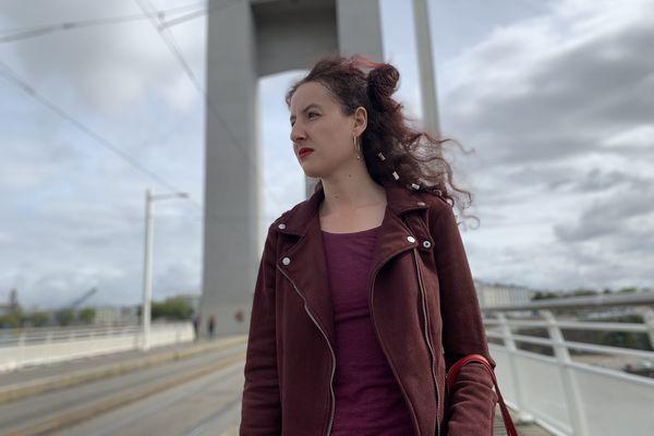 Perla Irbouh, sur le pont de Recouvrance à Brest