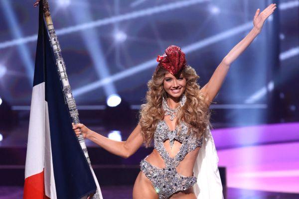 """Miss France 2021, la Normande Amandine Petit, en tenue nationale de """"Marianne"""" lors du concours de Miss Univers, dans la nuit du 16 au 17 mai 2021 au Seminole Hard Rock Hotel and Casino Hollywood en Floride."""