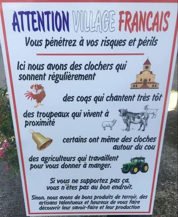 Le panneau installé à l'entrée du village de Saint-André-de-Valborgne.