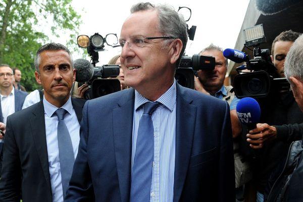 Le ministre de la Cohésion des territoires Richard Ferrand arrivant à Telgruc-sur-Mer (Finistère) le vendredi 2 juin, avant un meeting.