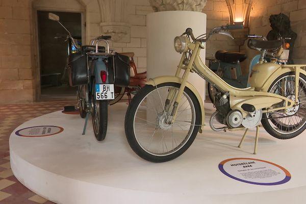 L'exposition estivale de mobylettes est à voir au donjon de Vez jusqu'au 30 septembre.