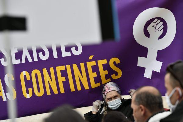 des manifestants le 25 novembre dernier pour la journée internationale des violences faites aux femmes