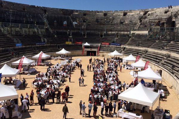 Habitué aux corridas ou aux spectacles, le monument romain nîmois s'est transformé pour les Toqués d'oc en une vaste salle de restaurant - 8 mai 2017