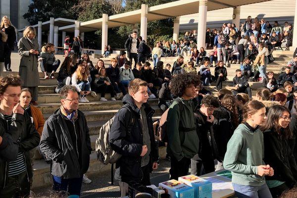500 élèves de seconde, première et terminale du lycée Marseilleveyre à Marseille réunis pour débattre du climat.