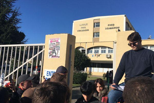 Ce jeudi 7 novembre, sept lycées corses sont partiellement bloqués par des élèves.